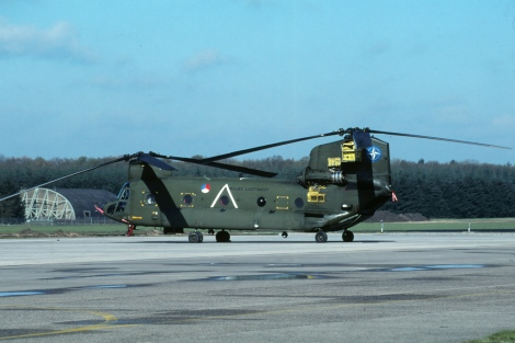 CH-47_D-662_UN_markings