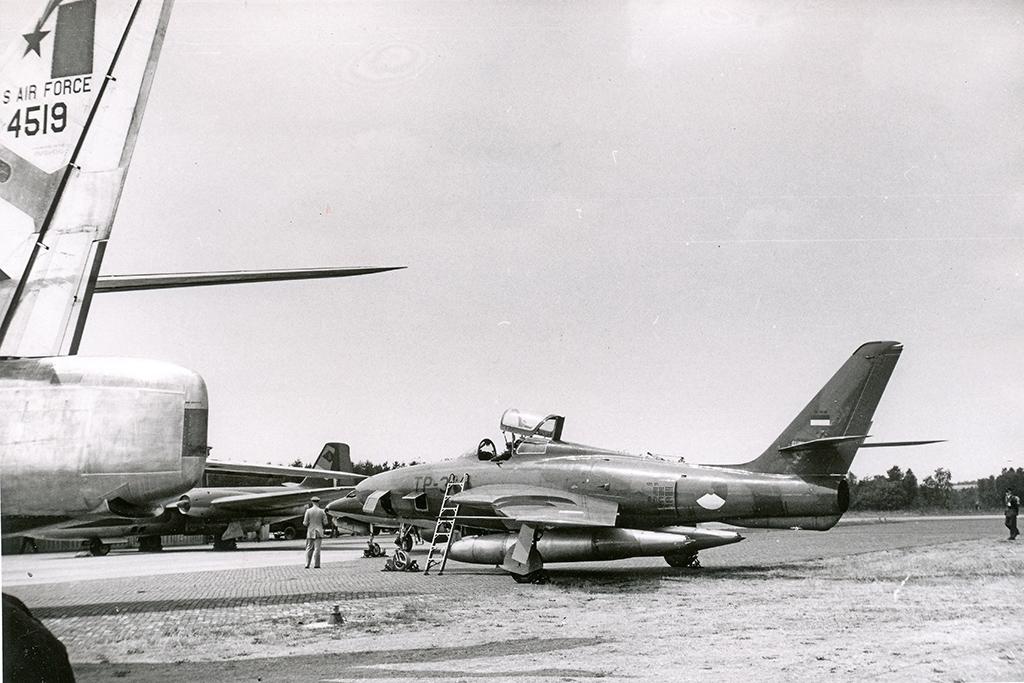 P-21_RF-84F_306 sqn