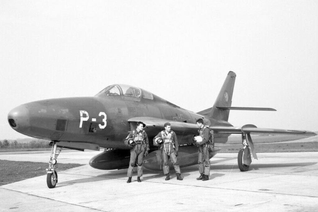 P-3_RF-84F